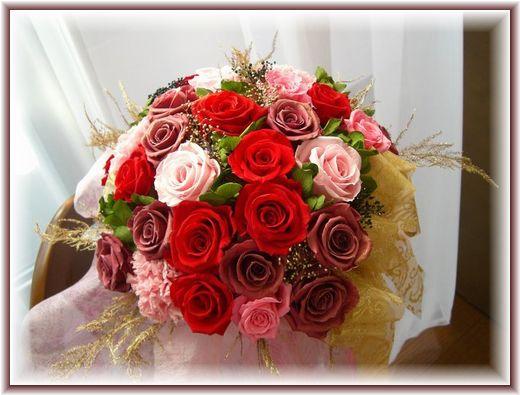 花瓶に豪華なレッドアレンジ